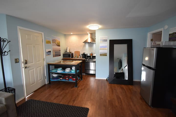 N Tacoma - Pt Ruston  Private 1 bed 1 bath Suite