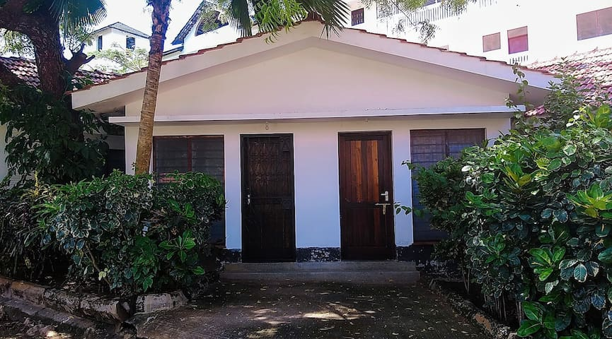 The Ciston House 350m to the beach, Diani.