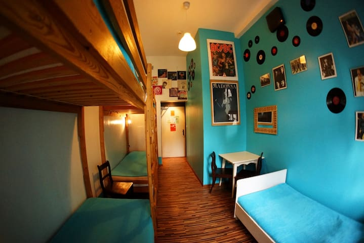 6 bed shared room