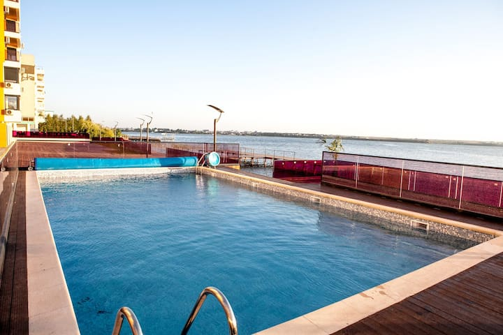 Sophia Sunset Lakeview Mamaia Apartment