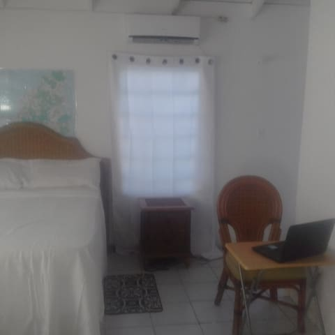 Family Home Ocean view semifurnished room