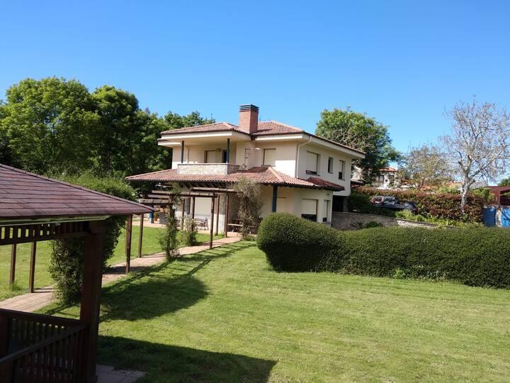 Magnifica casa con piscina, tenis y padel