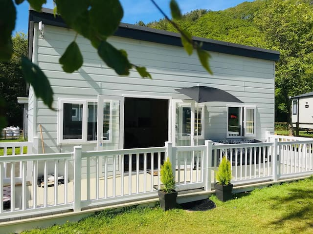 The Caernarfon Chalet 47, Woodlands Park, New Quay