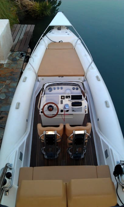 9m Power Boat available with skipper. Visits to Hydra and Spetses islands