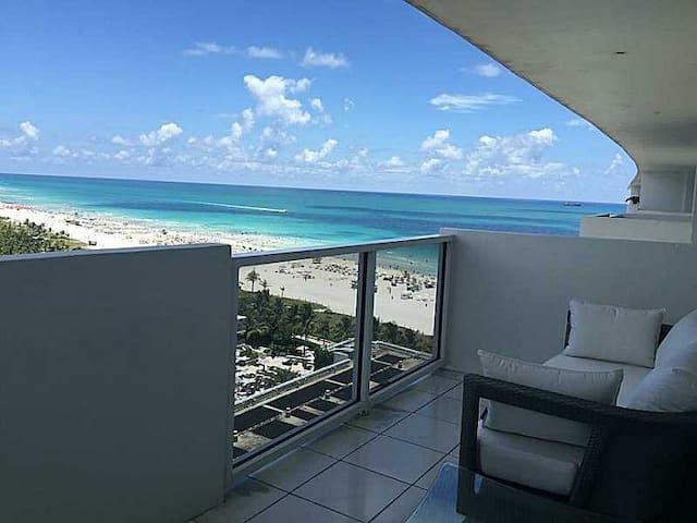 BREATHTAKING OCEAN VIEWS AND OCEAN FRONT BUILDING - Miami Beach