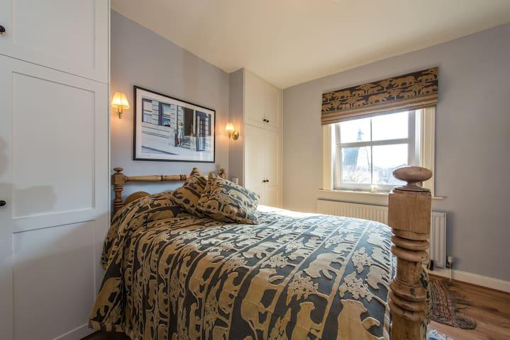 Double En-suite Bedroom - Corston - Huis