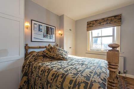 Double En-suite Bedroom - Corston