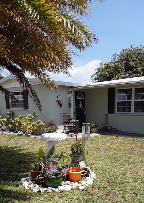 Cute Canal Home, Boaters Welcome