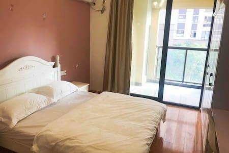 个人居室(国际会展中心)  主卧3#朝南带阳台,独卫
