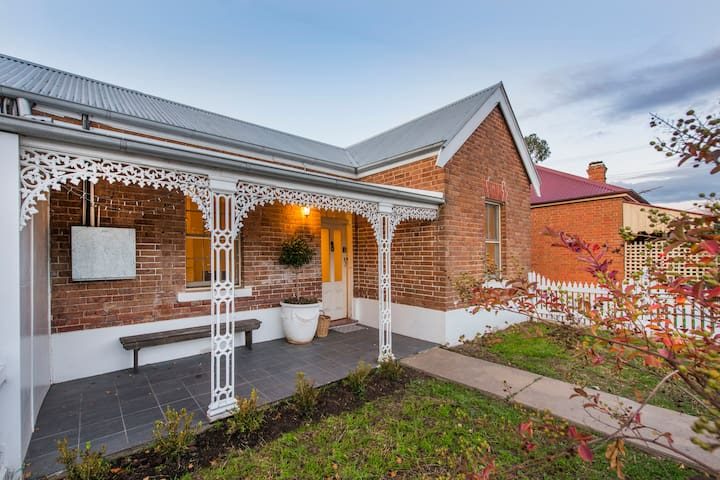 Gladstone Cottage Mudgee-5 min walk to town centre