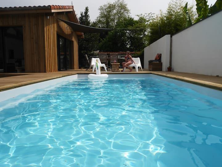 Maison 4 pers, piscine chauffée, plages à 10min