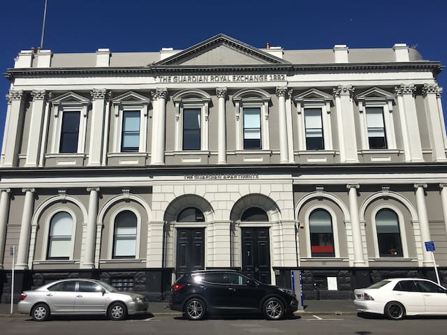 Dunedin Central Heritage apartment