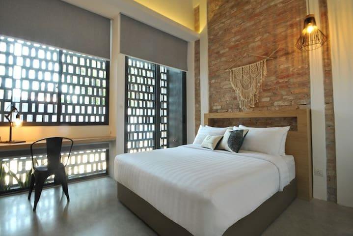 Deluxe Queen Room @ The Nest House Melaka