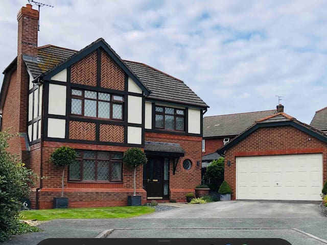 Beautiful 4 bed home - to explore North Wales