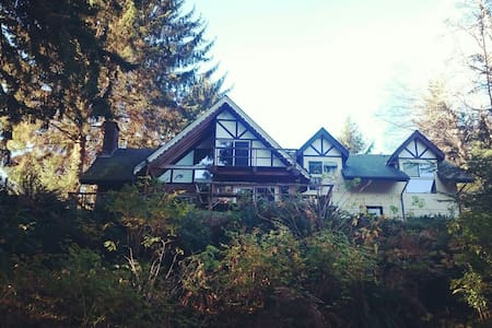 Roomy but cozy home on the Sol Duc - Forks - Hus
