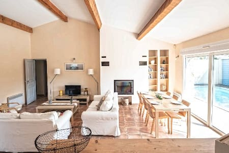 Belle villa moderne du style traditionnel