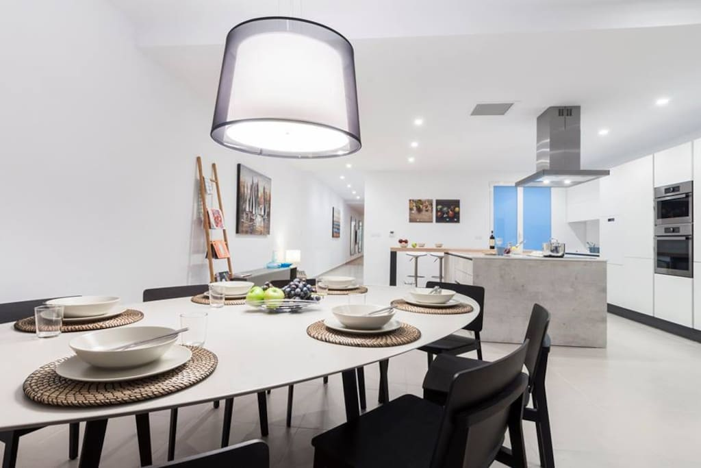 Full equipped kitchen with dining area for 10 people