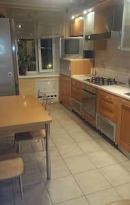Уютная квартира с 2-мя спальнями - Смоленск - Apartamento