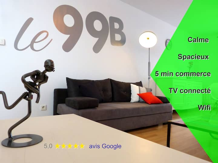 Modern apartment, queen size bed and connected TV