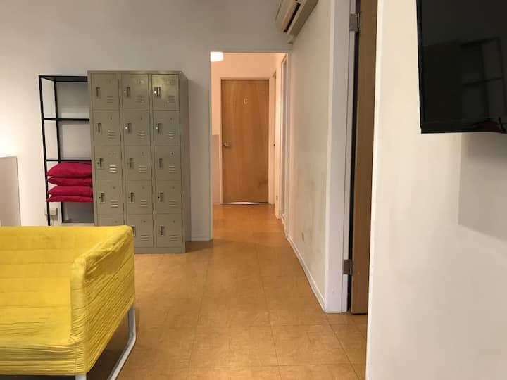 8人女生宿舍/共用衛浴/近捷運士林夜市/8 beds female dorm
