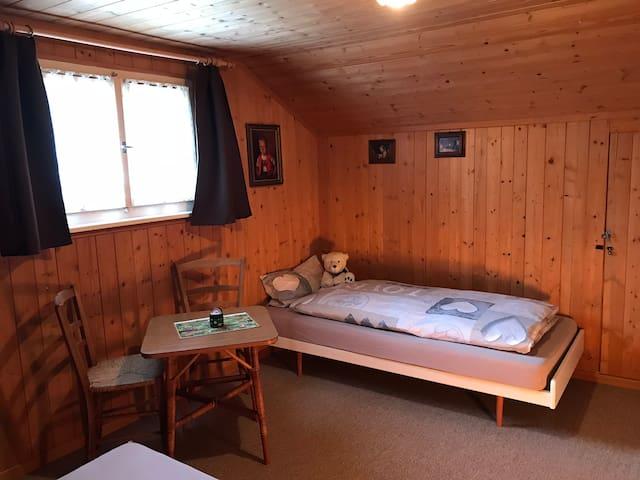 Einzelbett (0.80 x 2.0 m)