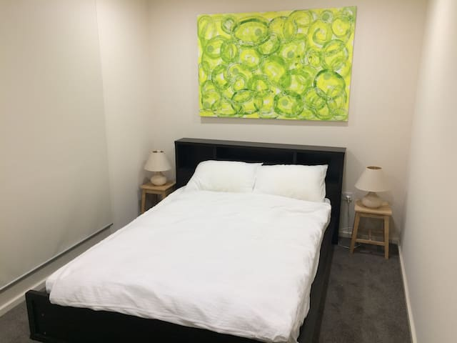 Modern Room 10 mins from town
