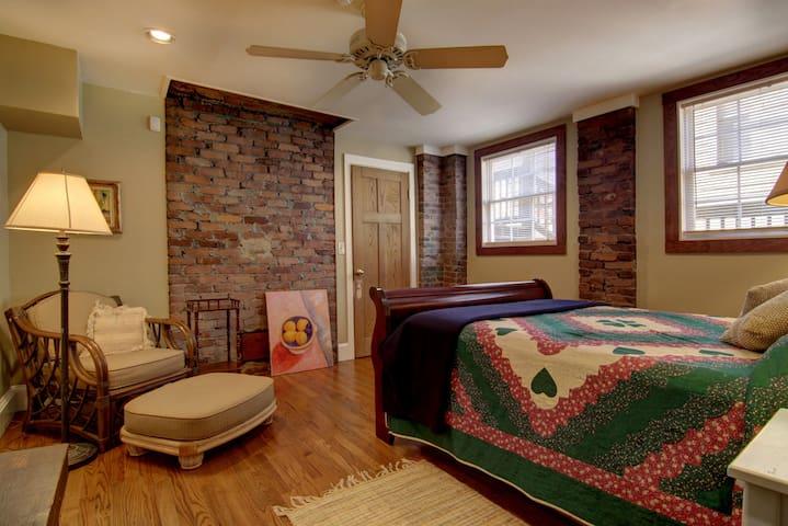 Bedroom 3 original 1910 brick work