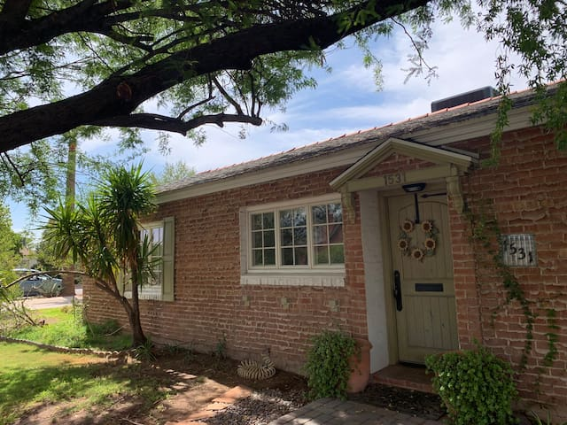 Cute Bungalow with pool near Encanto Park and Golf