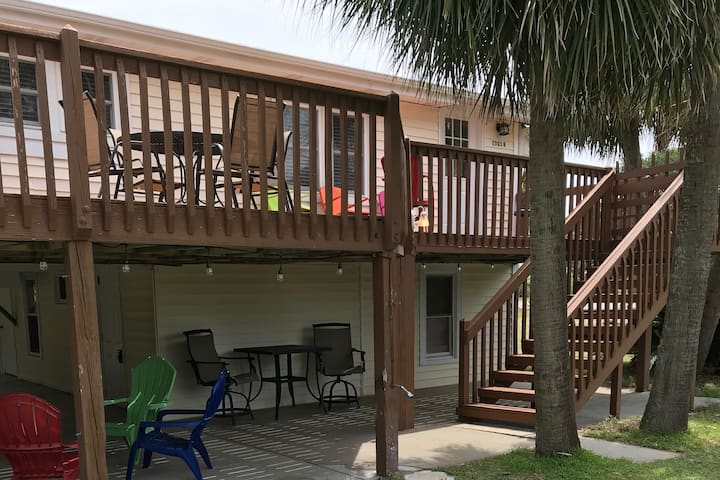 Edisto Beach Bungalow steps from the ocean!