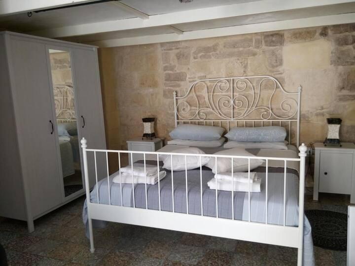 Camera nel cuore del centro storico di Trani.