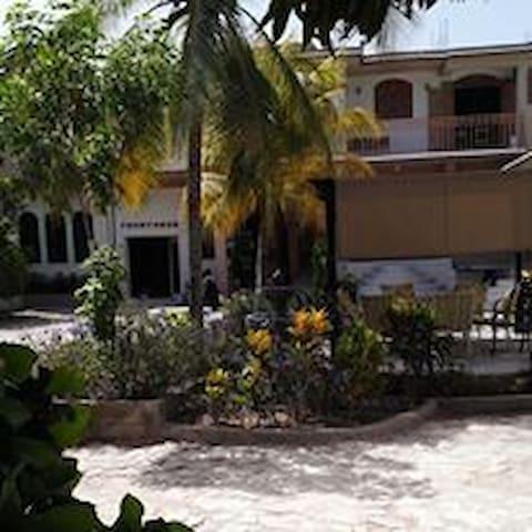 L'Eternel Est Mon Secours Hotel Gonaives, Haiti