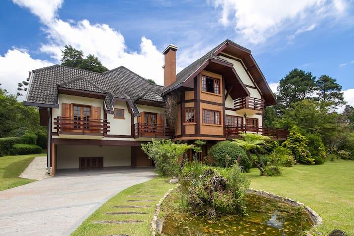Linda Casa no Centro Capivari - Condomínio Fechado