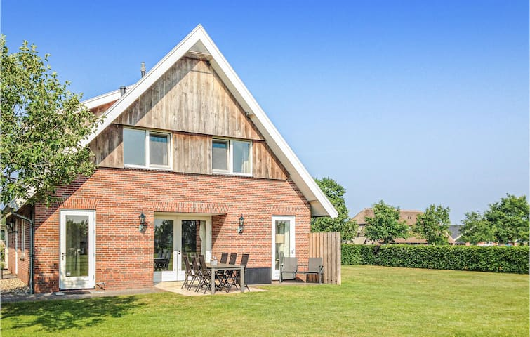 Amazing home in Beerze with WiFi and 3 Bedrooms