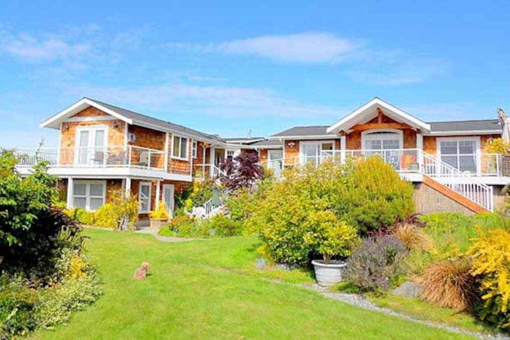 Sunlight SeaScape, a gentle retreat on Whidbey Island offers accommodations for one to thirteen guests, views and beach access