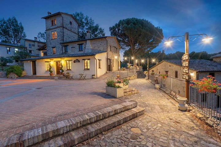 Luxurious Holiday Home in Montone with 2 Swimming Pools
