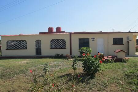 Hostal Iliana & Damian - Habitación - 1 - Playa Giron - Hus