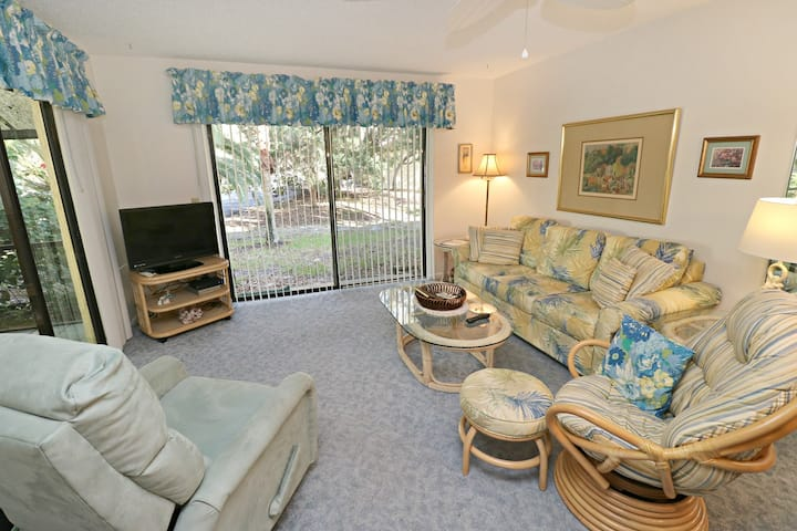 2/2 Villa in Popular Gated Community with Heated Pool, Near Ocean!  St. Augustine Beach & Tennis Resort 914