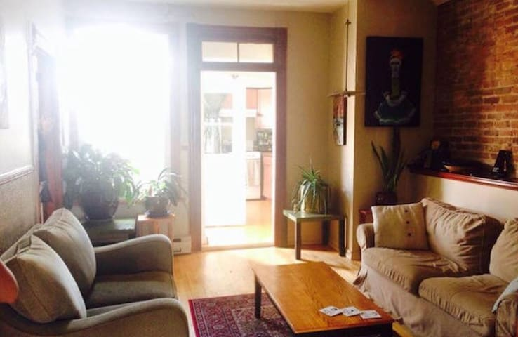 COZY private room in Montreal, HOMA - Montréal - Leilighet