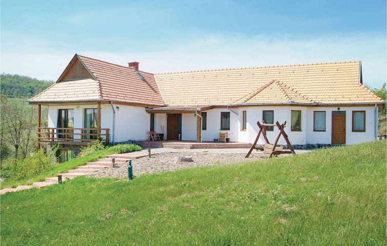 Holiday cottage with 4 bedrooms on 138 m² in Hollókö
