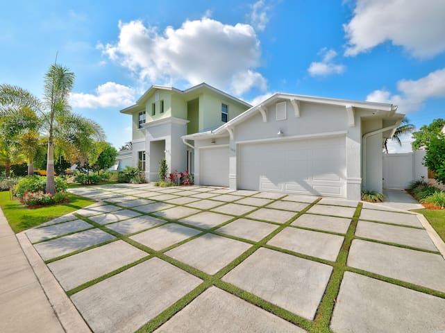 5 Star 5 Bedroom Waterfront Paradise - West Palm Beach - House