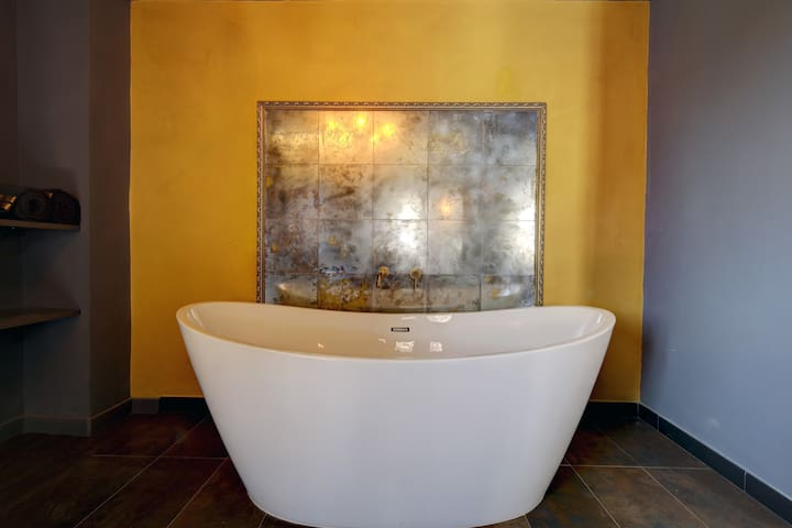 freestanding bath for two