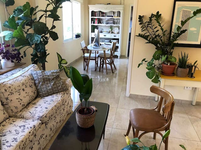 Cosy apartment 5mns walk from Broumana square