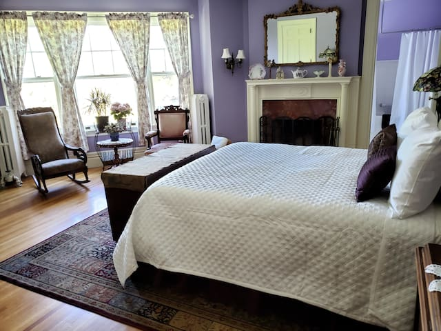 Kingsford Higgins B&B, Spacious Bedroom, Breakfast