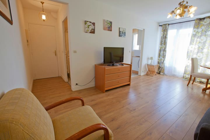 Furnished 30sqm apartment very near City Centre - Rueil-Malmaison - Apartemen
