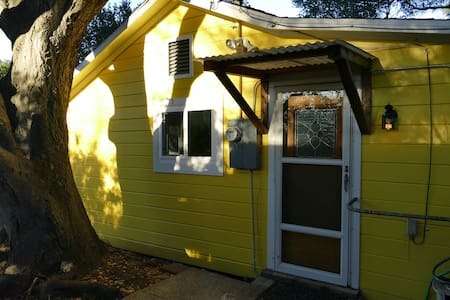 QUIET HILLTOP COTTAGE, AMAZING WATER VIEWS - El Sobrante