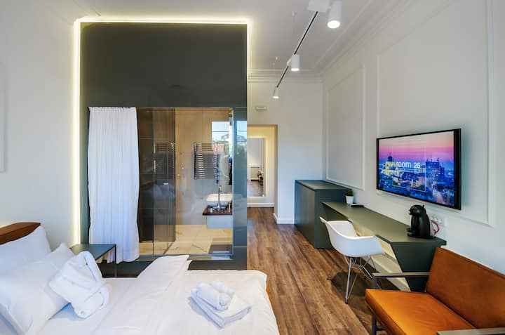 Room 25/2 - Executive Rooms & Suites -With Balcony