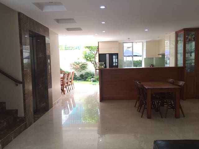 Private room in very large luxury house - Ho Chi Minh City - House