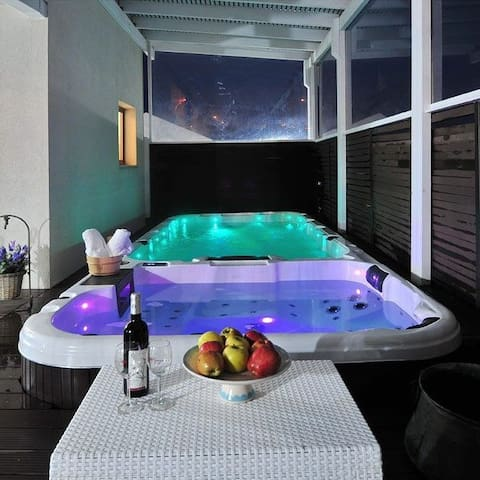 1 luxurious suites private heated pool Jacuzzi spa