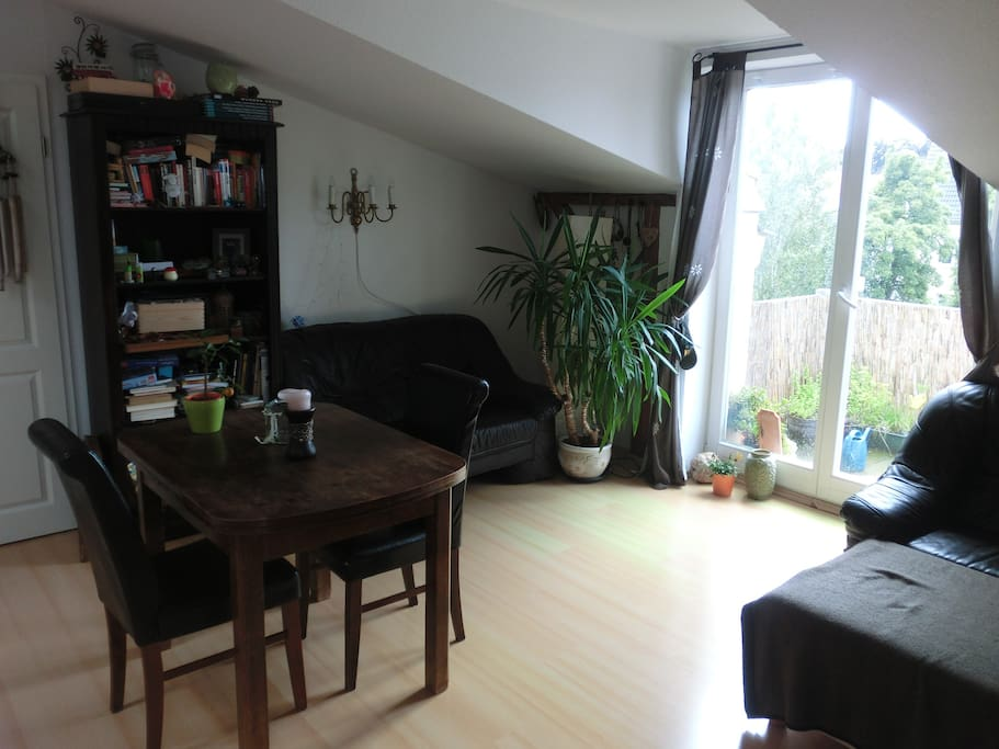 helle gem tl dachgeschosswohnung mit balkon wlan wohnungen zur miete in rostock mecklenburg. Black Bedroom Furniture Sets. Home Design Ideas