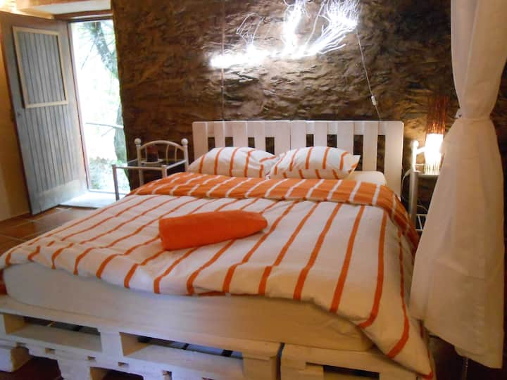 double bed room Nature Hostel Moinho Garcia